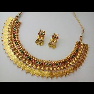 Gold choker necklace and earrings
